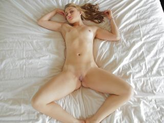 Scarlett Rose Between The Sheets
